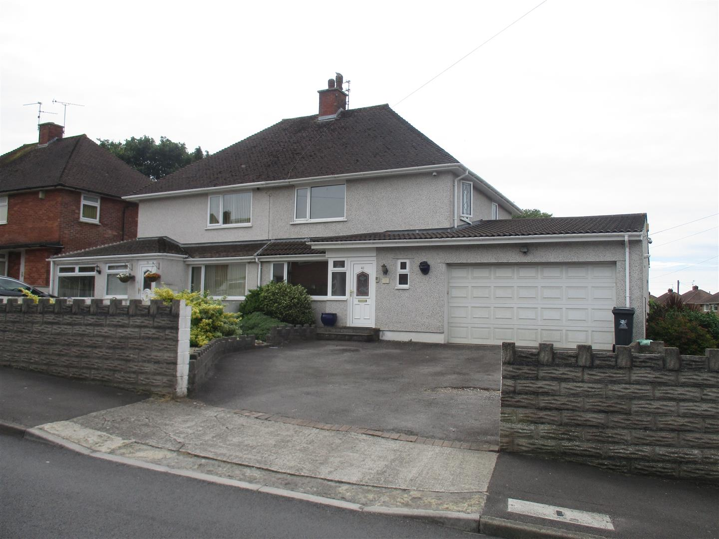 3 Bedrooms Property for sale in Worle Avenue, LLanrumney, Cardiff